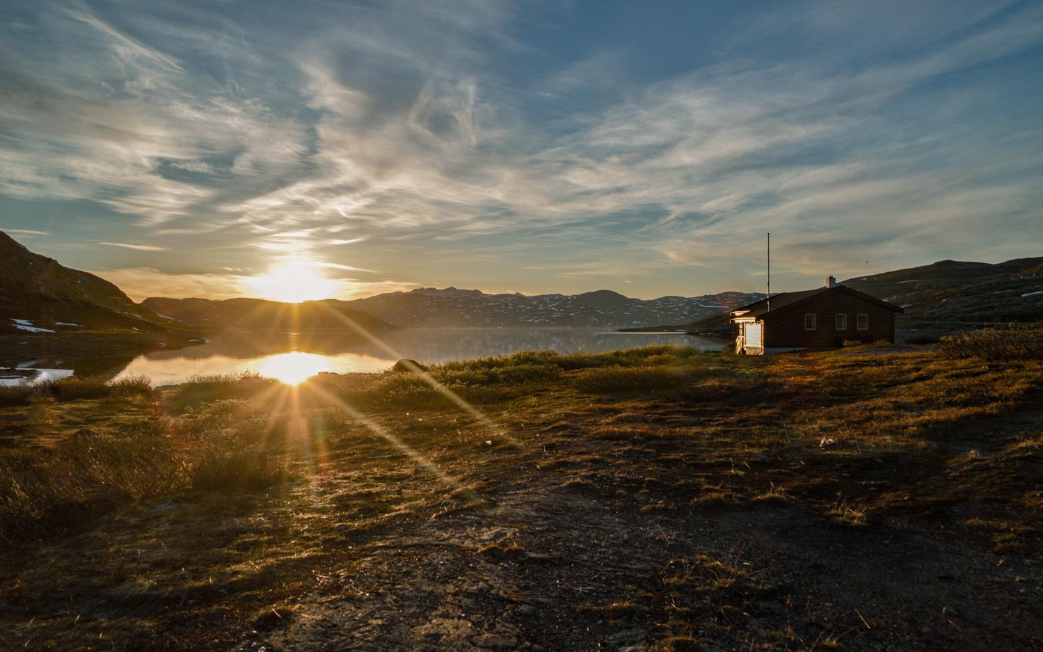 Naturbilde. Solnedgang over vann